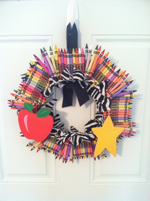 This crayon wreath is perfect for any teacher wanting to add some fab to t
